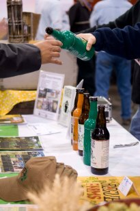 Pouring tasters of Rogue Farms Wet Hop Ale.